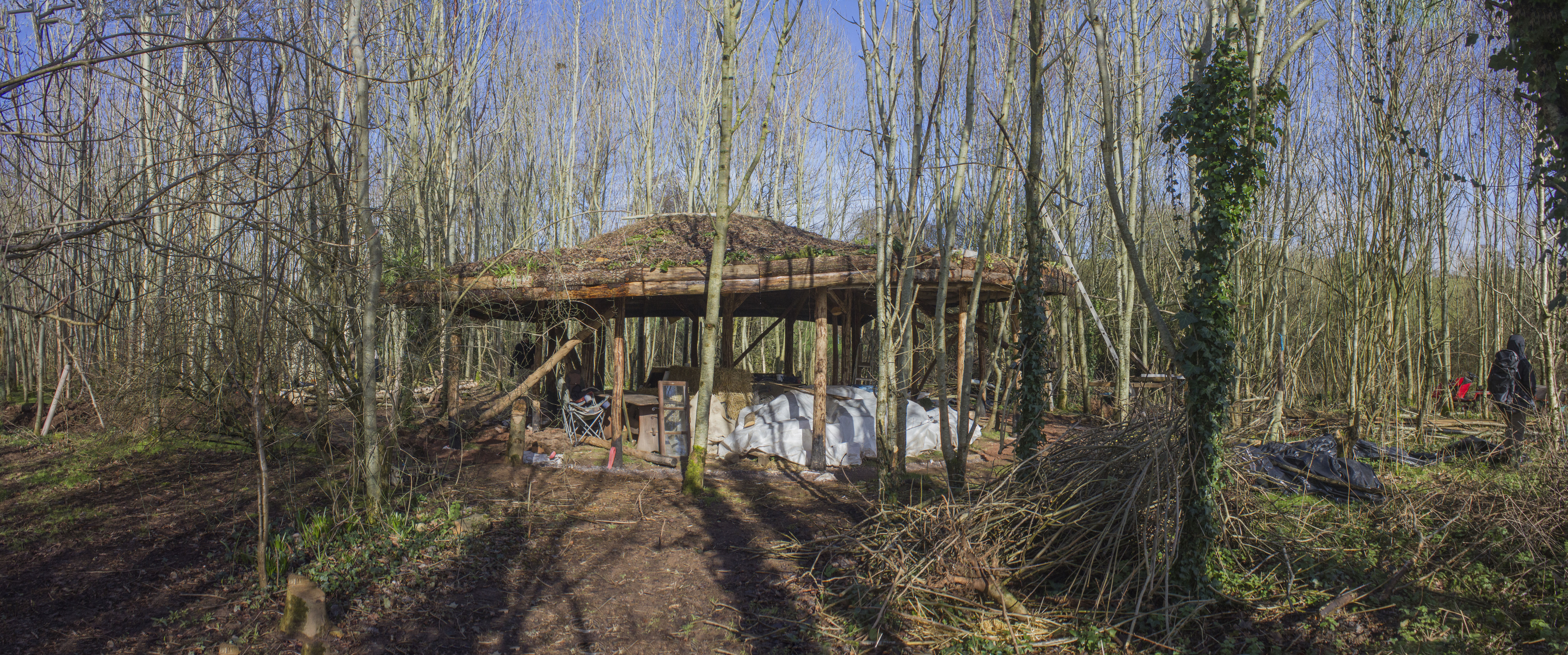 roundhouse-pano-in-the-sun-rawed